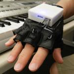 Перчатка Mobile Music Touch научит музыке