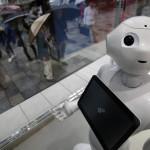 Высоко-технологичный японский робот подвергся нападению