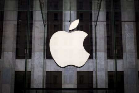 apple-revenue-rises-325-percent-due-to-strong-iphone-sales-2015-7