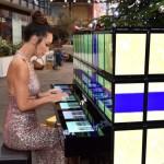 Пианино из 112 планшетов Samsung