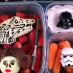 Папаня, готовящий детям обеды в стиле Звездных войн