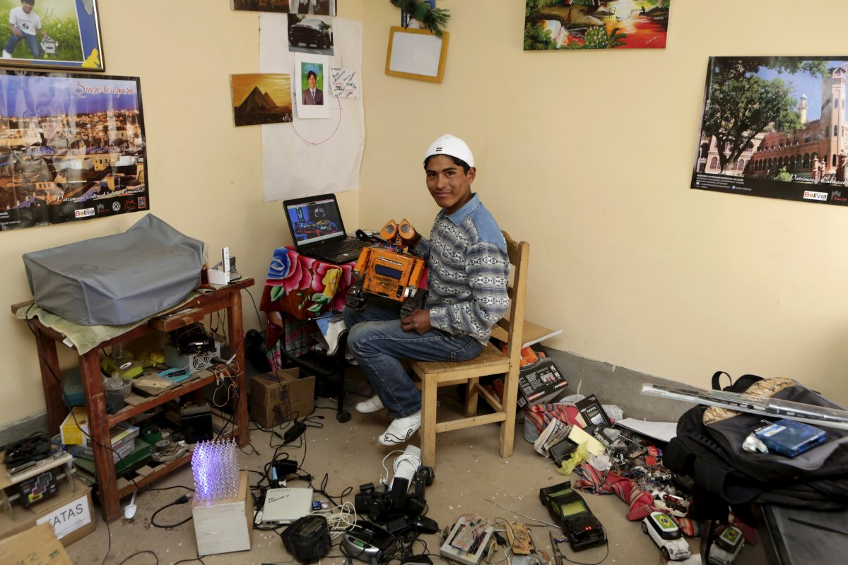 the-high-schooler-then-went-home-to-his-makeshift-lab-to-build-and-program-wall-e