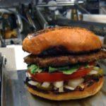 Робот, готовящий бургеры
