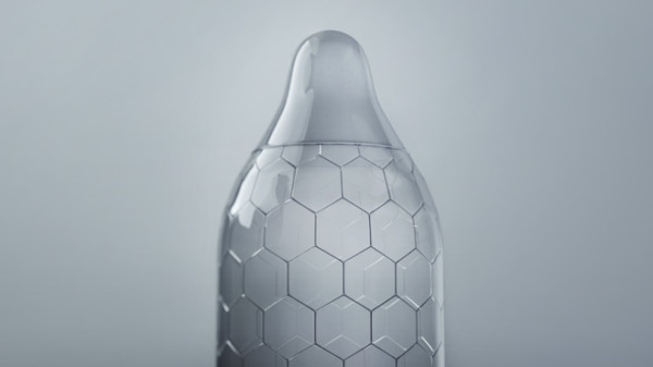LELO-HEX_PR-Images_Product_Condom_Close-Up