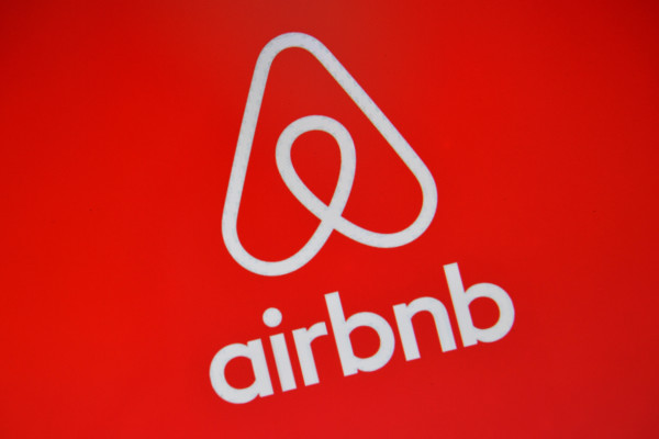 LONDON, ENGLAND - AUGUST 03: The Airbnb logo is displayed on a computer screen on August 3, 2016 in London, England. (Photo by Carl Court/Getty Images)